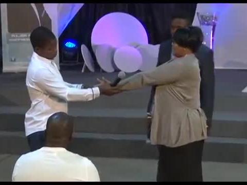 Afrykański kapłan dokonuje cudu niewytłumaczalnego nauce