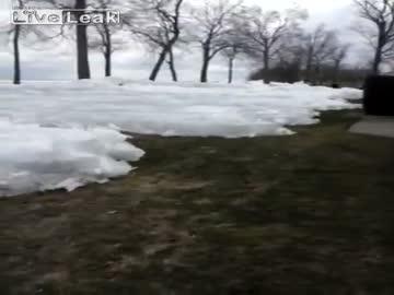 Lodowe tsunami - lód z jeziora atakuje!