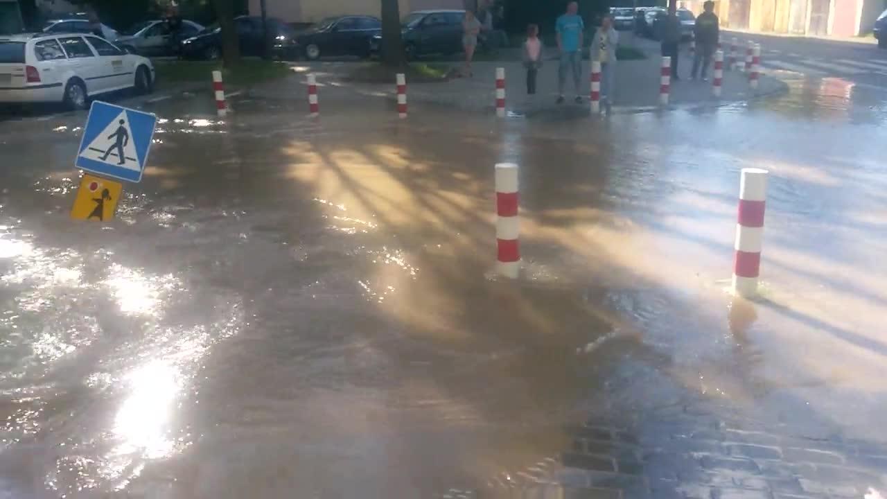 Ulica zamieniła się w jezioro